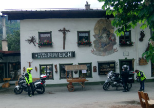 Woodcarving shop AND painting in Oberammergau
