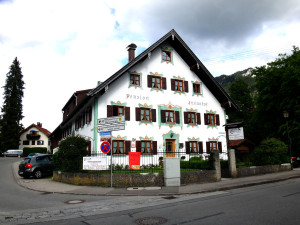 Can you see the architectural detail painted onto this building? Oberammergau Lüftlmalerei