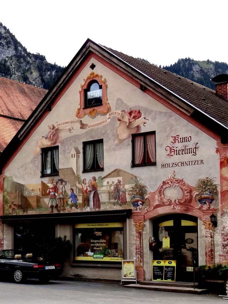 This house promotes the Passion Play. Oberammergau Lüftlmalerei
