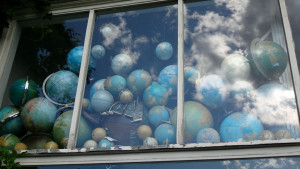 Globes in a window Amsterdam 3321 x