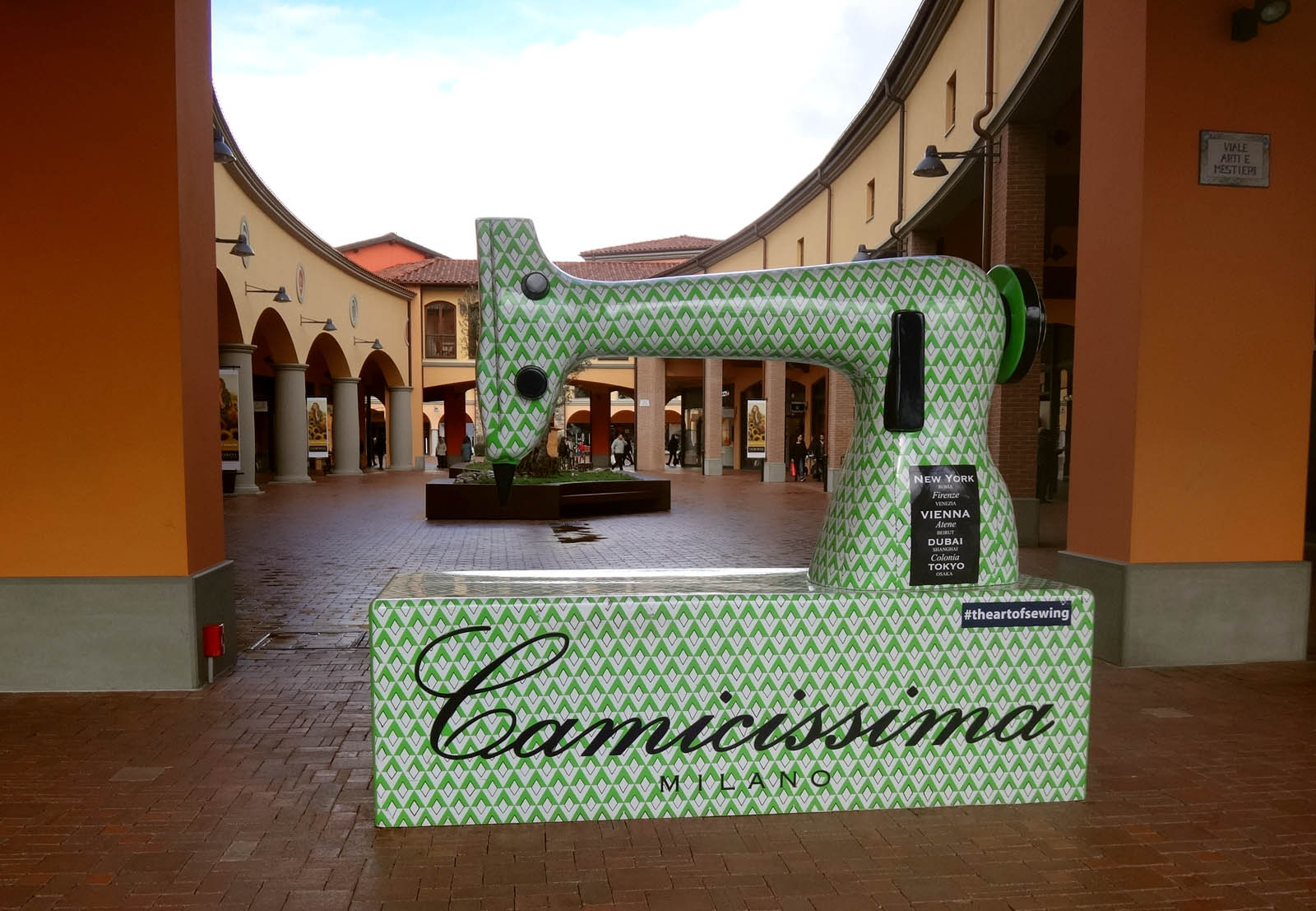 http://gograno.com/wp-content/uploads/2016/03/DSC01638-Arezzo-Valdichiana-Outlet-Center-2016.jpg