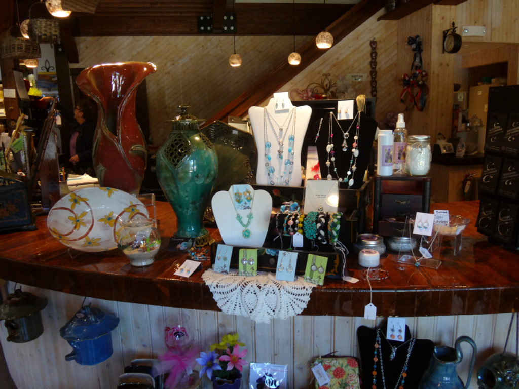 Seagrove Creations Pottery also sells attractive jewelry and similar collectibles.