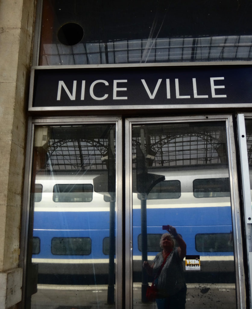 "Arrival in ""Nice Ville"" by train."