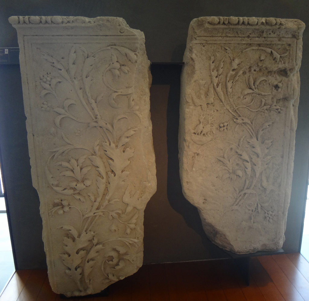 I cannot believe these graceful scrolls were created more than 2,000 years ago. Musée de l'Arles et de la Provence Antiques.